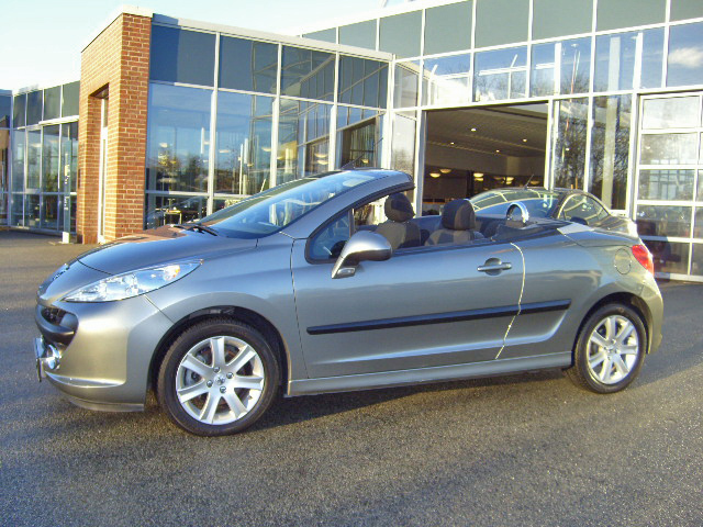 PEUGEOT 207CC (04/2009) - Metallic Grey - lieu: