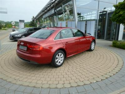 AUDI A4 (03/2010) - Metallic Granite Red Pearl - lieu: