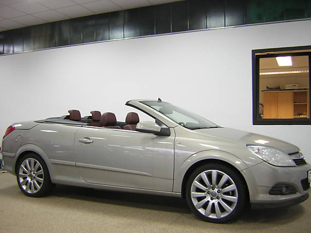 686 -OPEL ASTRA 1.6 Turbo Cosmo Free delivery*