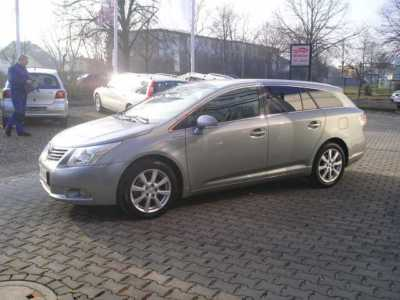 TOYOTA AVENSIS 2.0i Executive