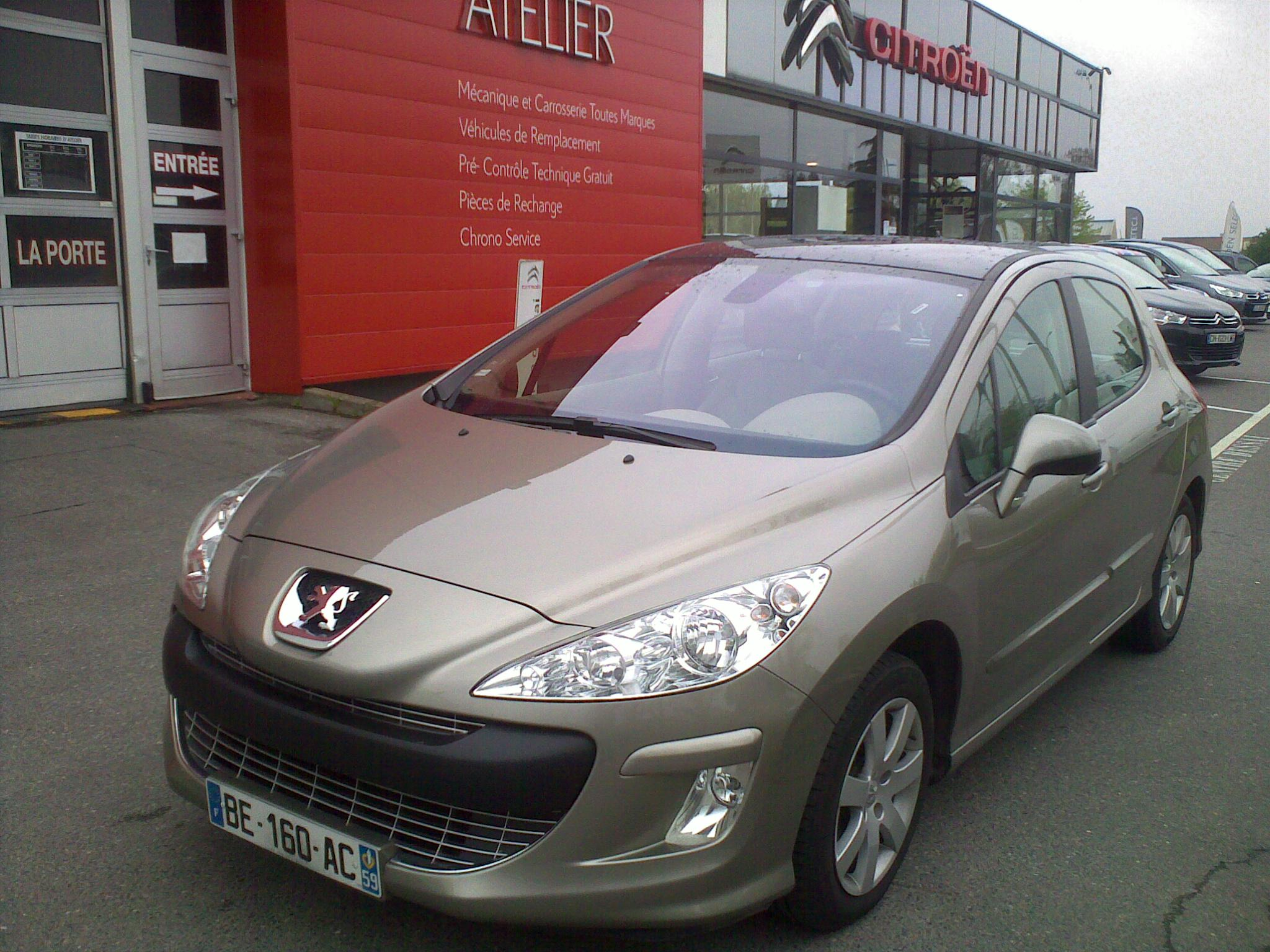 Left hand drive PEUGEOT 308 1.6 HDI 112 AUTO French reg