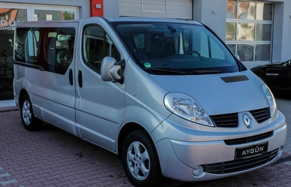 lhd RENAULT TRAFIC (03/2011) - Silver