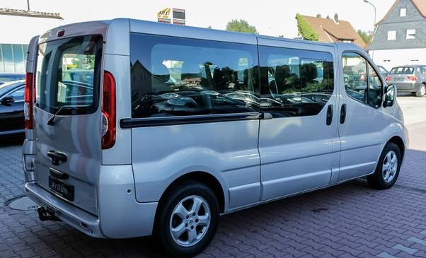 RENAULT TRAFIC (03/2011) - Silver