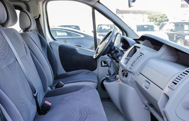 Left hand drive car RENAULT TRAFIC (03/2011) - Silver - lieu: