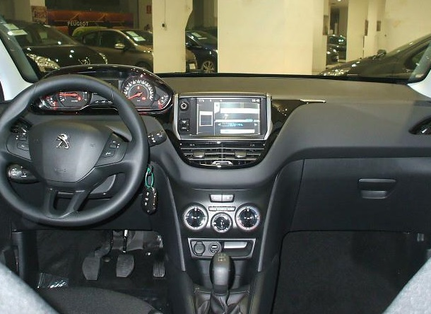 Left hand drive PEUGEOT 208 1.4 HDI Active