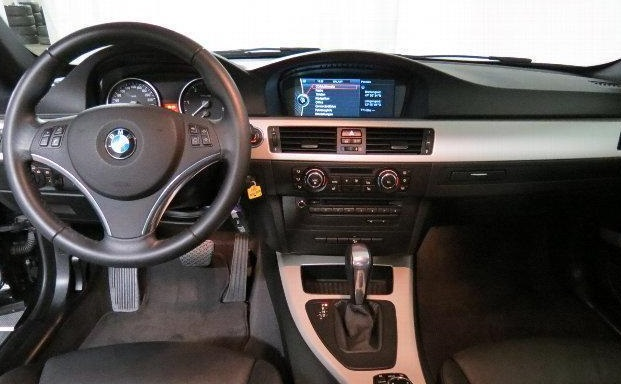 BMW 3 SERIES (10/2011) - BLACK METALLIC - lieu:
