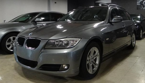 BMW 3 SERIES (11/2009) - Grey Metallic - lieu:
