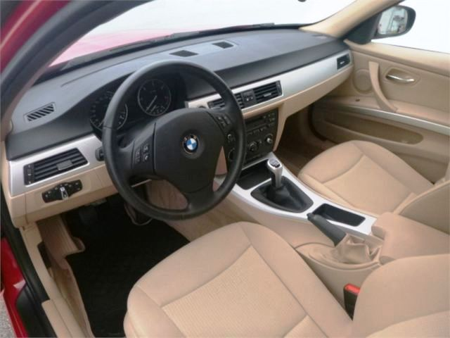 BMW 3 SERIES (06/2010) - RED - lieu: