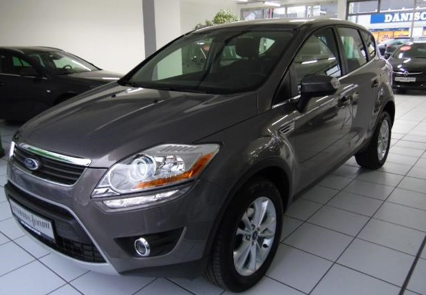 FORD KUGA (04/2012) - BRISBAIN BROWN METALLIC - lieu: