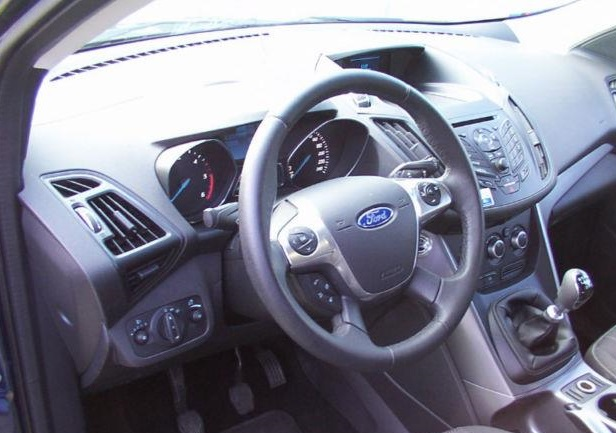 FORD KUGA (06/2013) - BLUE METALLIC - lieu: