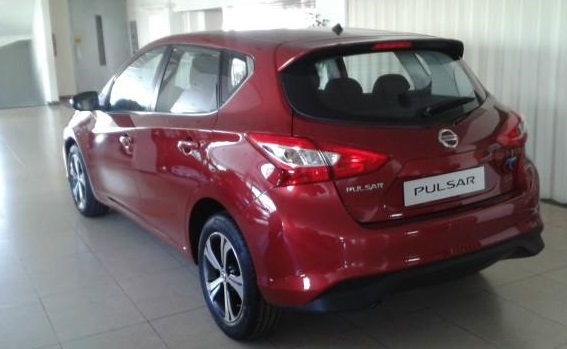 NISSAN PULSAR (10/2014) - RED METALLIC - lieu:
