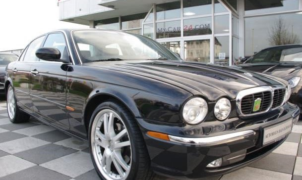 lhd JAGUAR XJ6 (12/2003) - BLACK METALLIC - lieu: