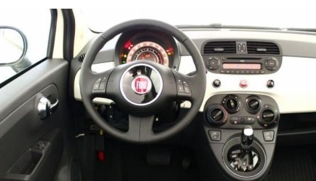 FIAT 500C (00/0) - WHITE WITH RED ROOF - lieu: