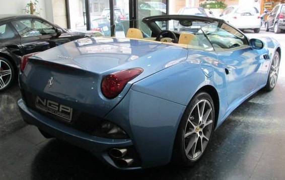 FERRARI CALIFORNIA (10/2010) - BLUE METALLIC CONVERTIBLE - lieu:
