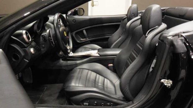 FERRARI CALIFORNIA (06/2010) - BLACK METALLIC CONVERTIBLE - lieu: