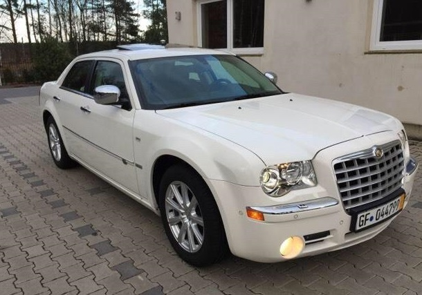 lhd CHRYSLER 300C (01/2011) - WHITE - lieu: