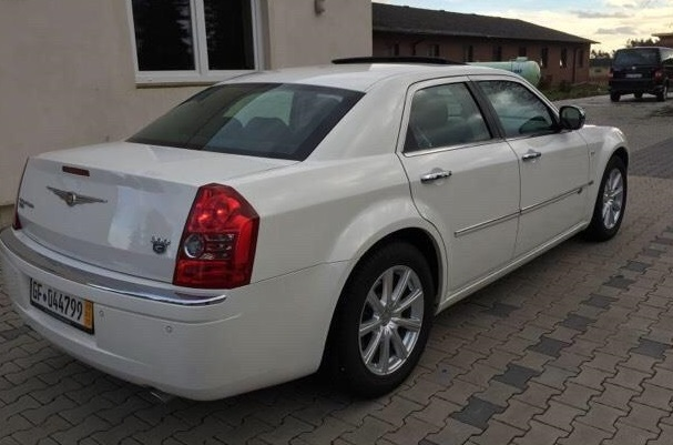 CHRYSLER 300C (01/2011) - WHITE - lieu: