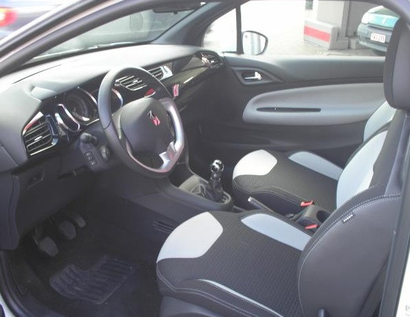 CITROEN DS3 (09/2011) - WHITE - lieu: