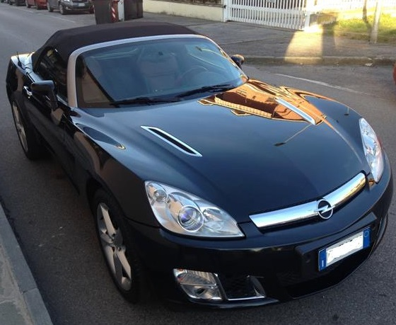 OPEL GT (01/2008) - BLACK METALLIC - lieu: