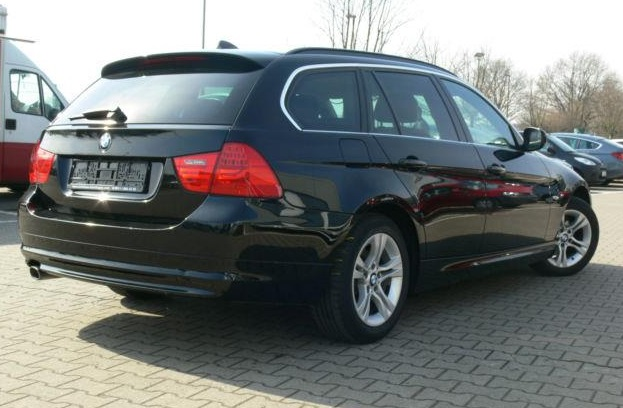 BMW 3 SERIES (08/2011) - BLACK METALLIC - lieu: