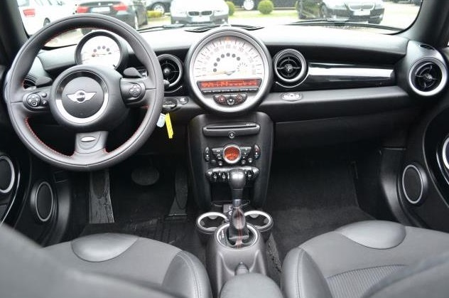 MINI COOPER (01/2013) - CREAM - lieu: