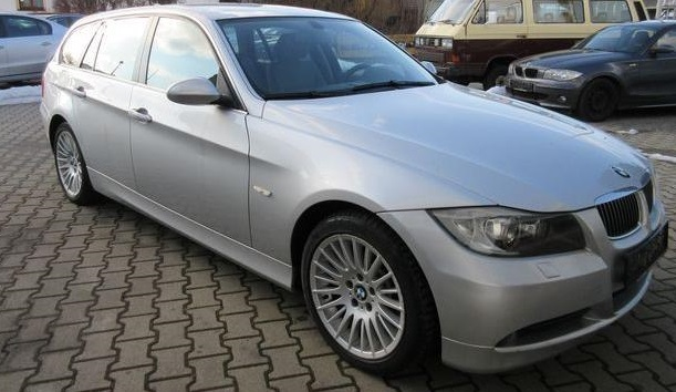 Lhd BMW 3 SERIES (04/2006) - SILVER METALLIC - lieu:
